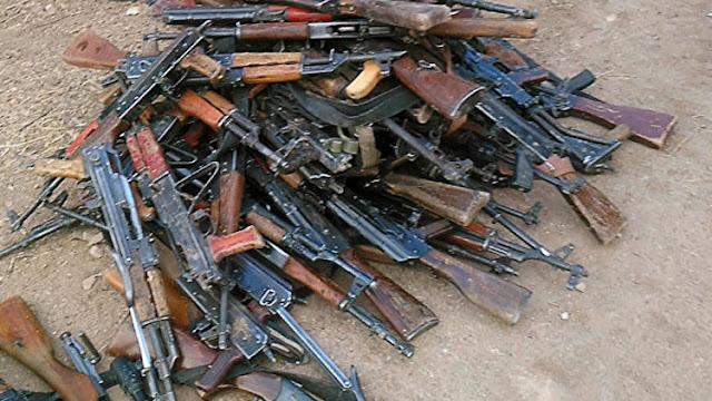 Unos 3.000 militantes sirios entregan sus armas cerca de Damasco