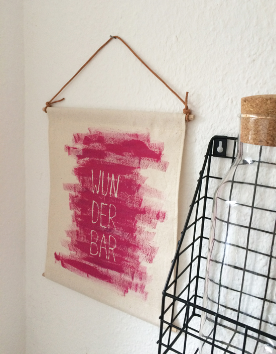 binedoro Blog, DIY, Stoffmalerei, Handlettering, Farbblockierer, Stoff-Poster