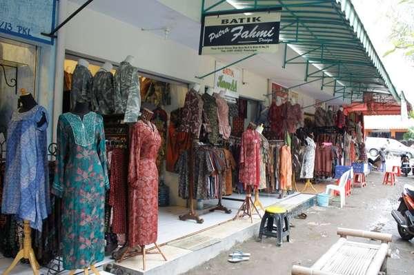 Berburu Batik Pekalongan di Pasar Grosir Setono - Awan Wisata 2e8a3bc4d9