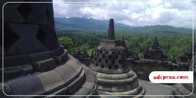 Tingkat Teratas Candi Borobudur | adipraa.com