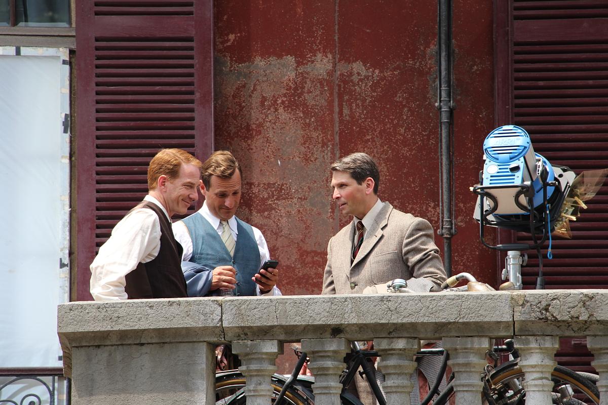 Pausa del rodaje de la película Gernika en la Finca Munoa
