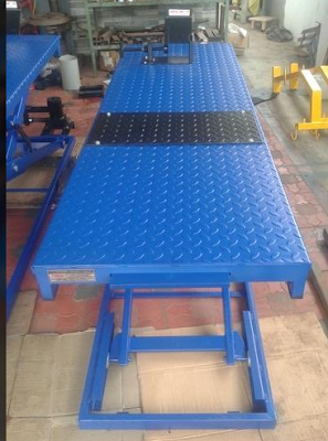 Two Wheeler Service Lift with Full Checker Plate