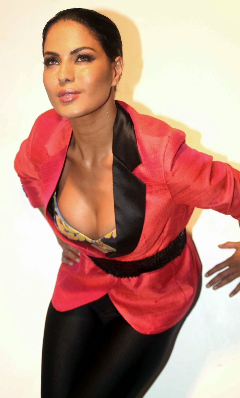 Bipasha Basu Veena Malik Hot Images Free Download-1889