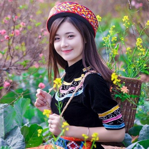 hot-girl-dan-toc-khoe-sac-trong-vuon-hoa-dao-tet, Hot girl Dân tộc khoe sắc trong vườn hoa đào tết