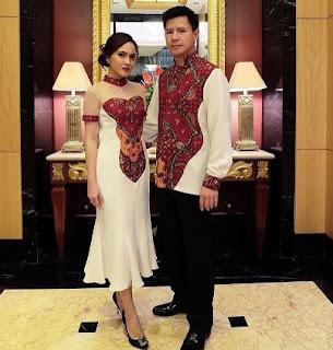 Baju batik sarimbit pesta untuk pria dan wanita