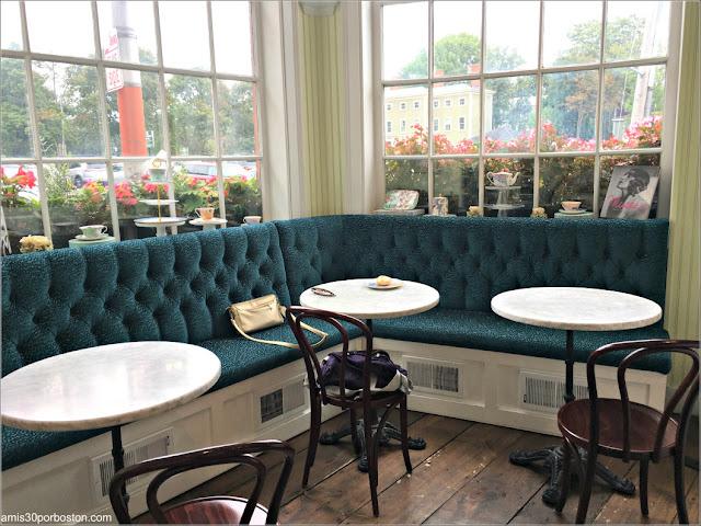 Ruta Gastronómica por Salem: Mesas en Jolie Tea Company