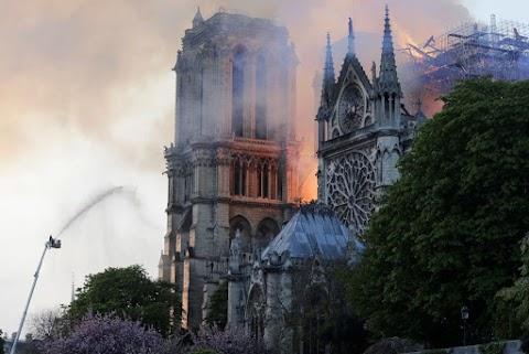 Notre-Dame: a pusztítás mögött megjelent a közösség ereje