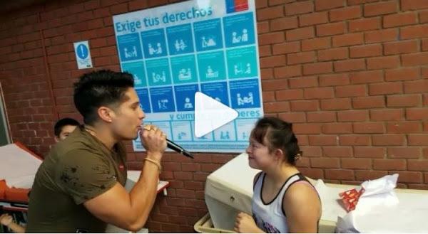 Chyno besa en la boca a una mujer con síndrome de Down para dar de que hablar