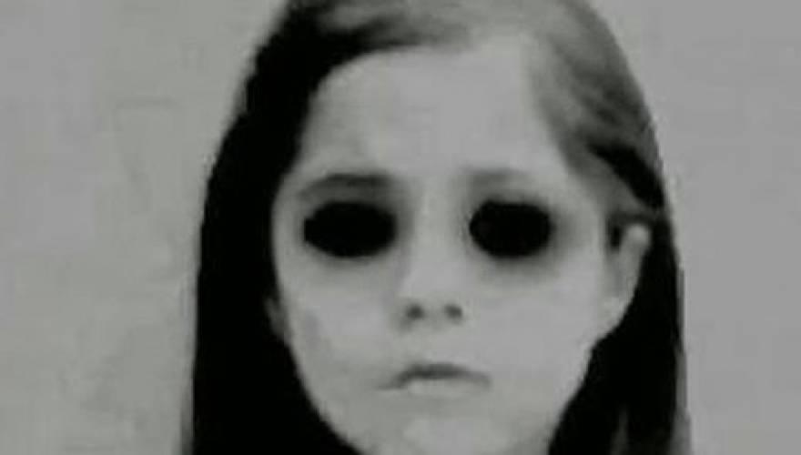 Το «Παιδί με τα Μαύρα Μάτια» που Εμφανίστηκε μετά από 30 χρόνια!