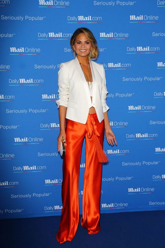 Look do dia da modelo americana Chrissy Teigen