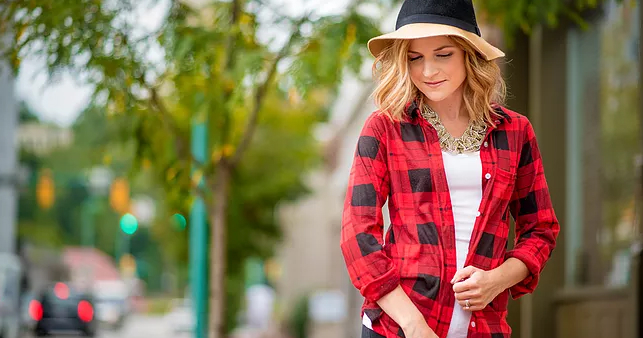 78773d58 3 ways to wear a flannel shirt this month