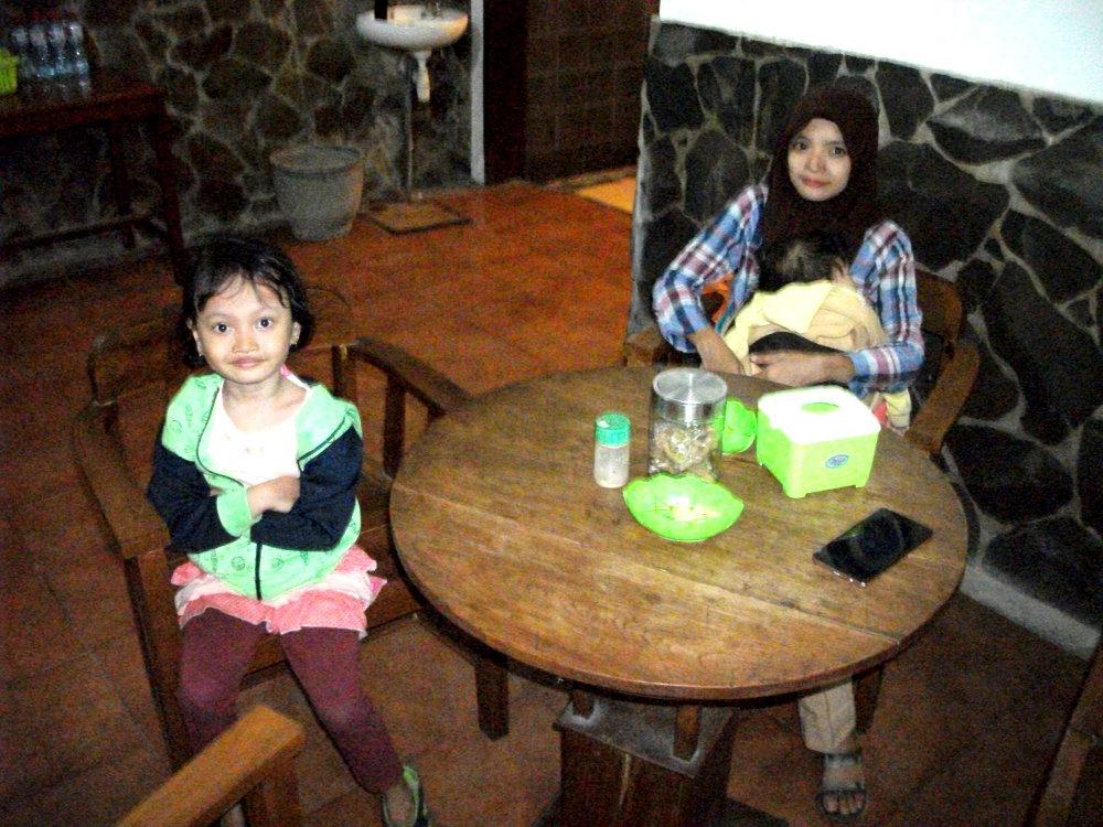 Meja makan Bakmi Jogja Putrojoyo