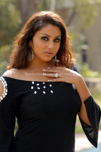 Namitha latest hot thigh show gallery