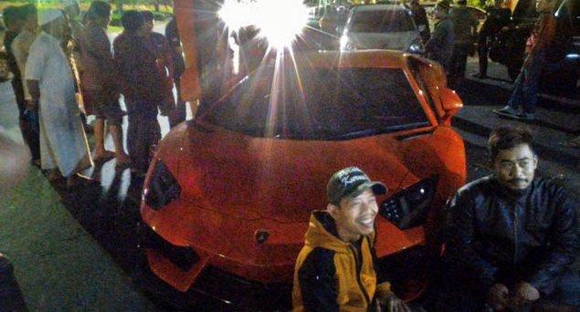 HEBOH! Peserta Aksi 212 Bawa Lamborghini, Jadi Pusat Perhatian