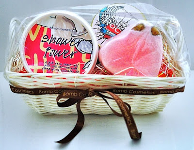 shea wonderer white gift basket