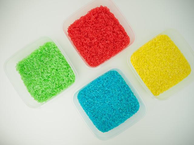 寶寶學顏色時,很多媽媽會利用彩色米做玩具,這篇是分享DIY兩分鐘簡易染出彩色米的作法。