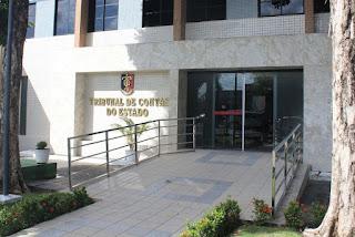 Prefeita de Livramento é multada por transportar alunos em pau de arara e por motoristas sem CNH