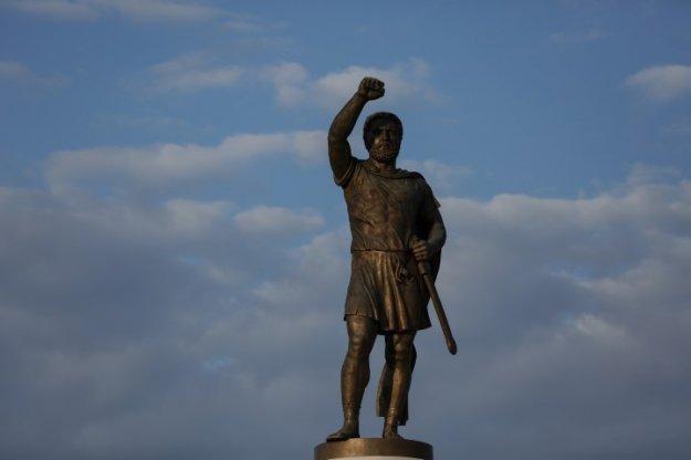Περσινή ιδέα της κυβέρνησης η ανταλλαγή των αγαλμάτων με τα Σκόπια