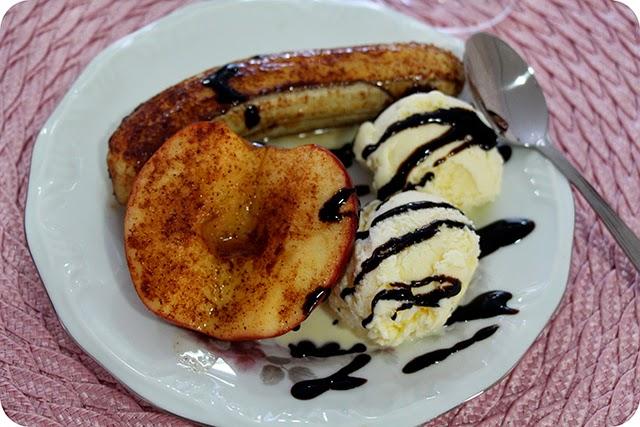 Maçã e Banana Assadas c/ Sorvete de Creme