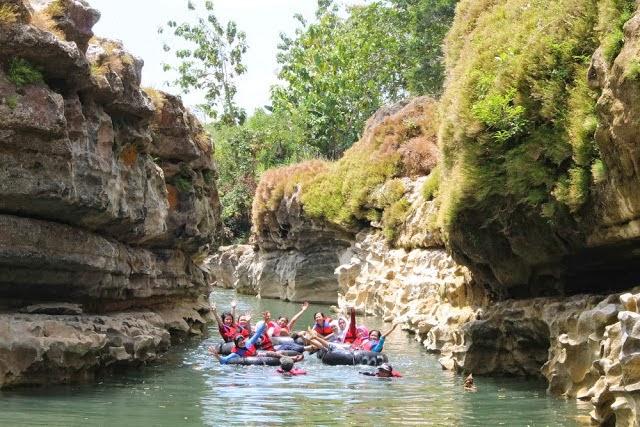 Nurul Sufitri S Blog Petualangan Seru Dan Menyenangkan River Tubing Di Sungai Oyo
