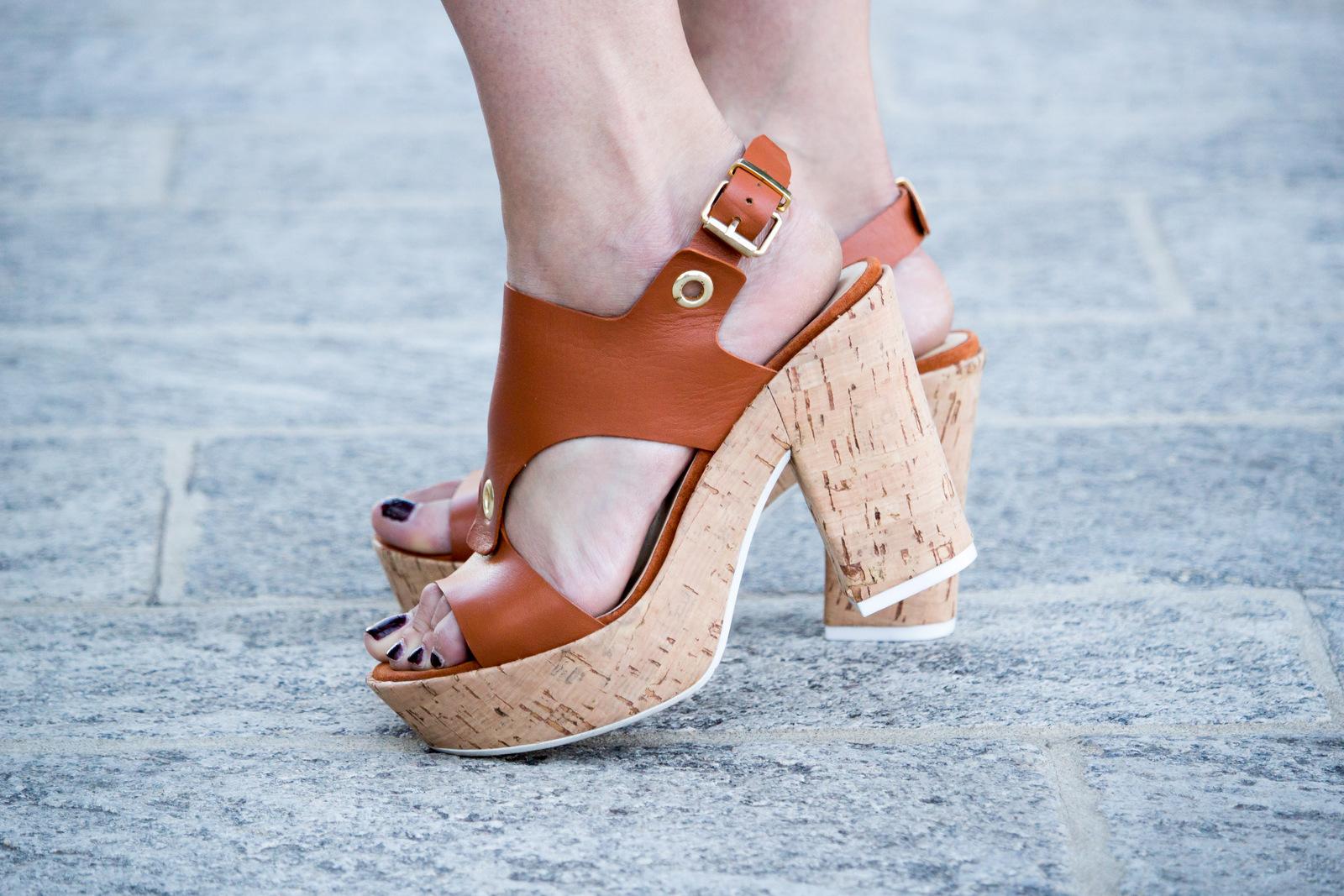 Manas Shoes