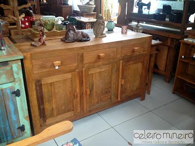 arcaz em madeira de demolição com corte reto e acabamento semi rústico