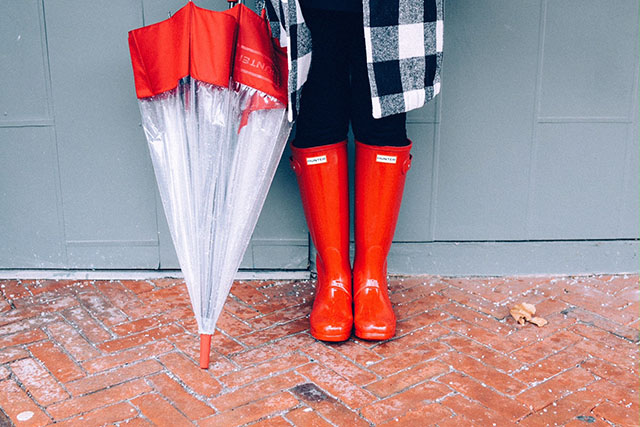 Fashion Blog, Rainy Day Essentials, Hunter Red Boots, Hunter Umbrella, Kate Spade Umbrella, Modest Fashion, Cute Rainy Day Outfits