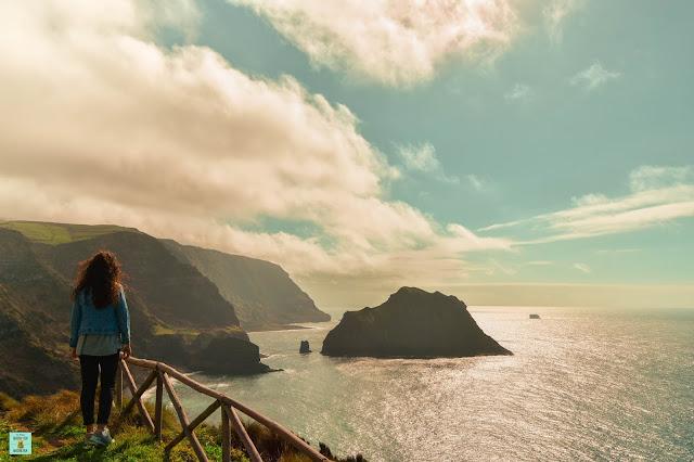 Vista a la isla de Maria Vaz, isla de Flores (Azores)