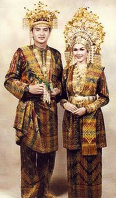Gambar Pakaian adat Suku Melayu