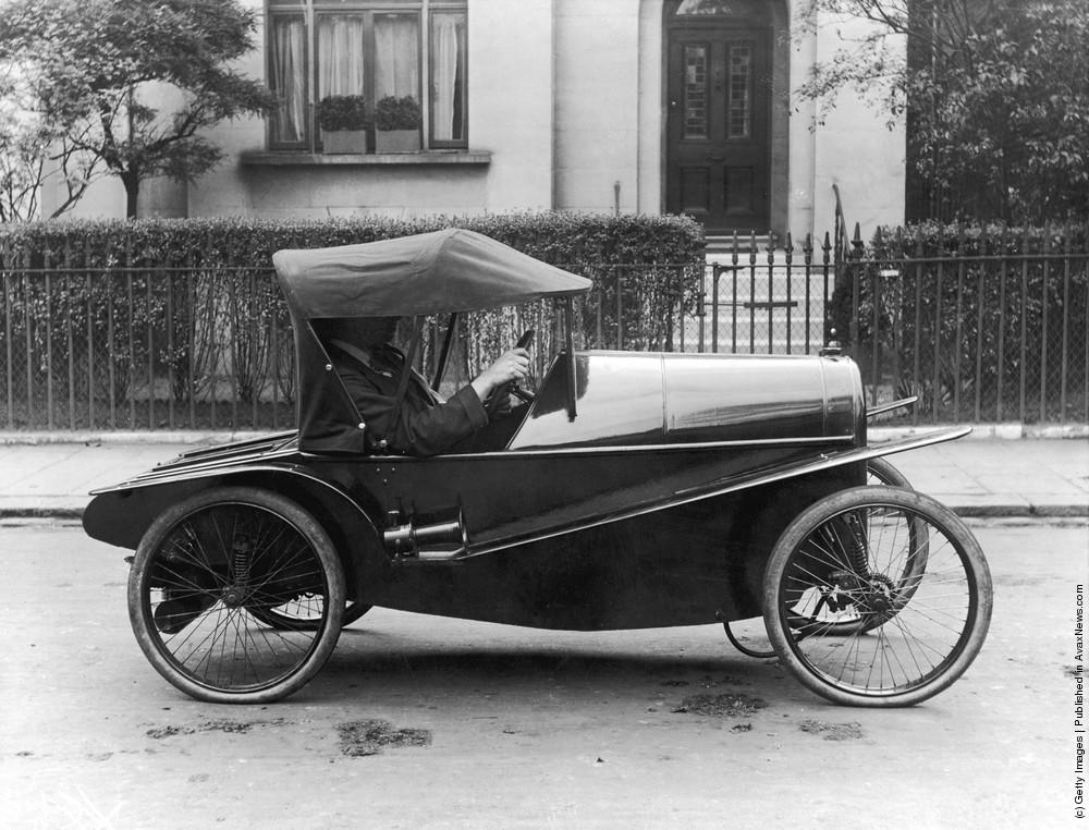 Damn Cool Vintage Cars: 50 Strange And Weirdest-Looking