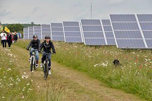 MrRenewables, Westmill Solar Co-operative, (Image Credit: Ben Cavanna CC BY-SA 3.0 | Wikimedia Commons) Click to Enlarge.