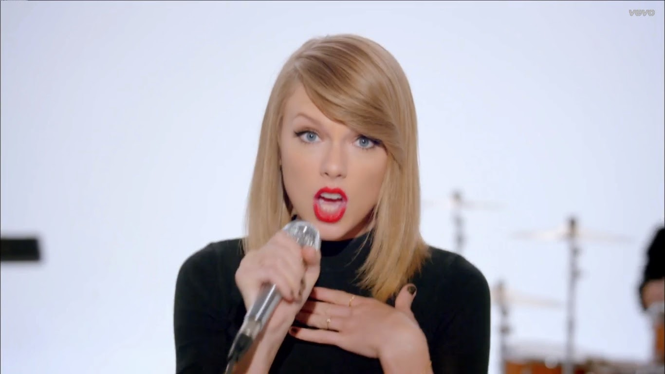 Taylor Swift - Shake It Off | 365 Days With Music