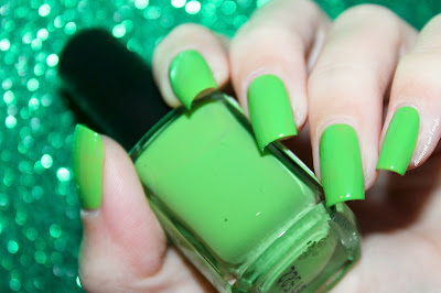 Swatch of 297 - Acid Green by Kiko //, Greenery, the Pantone of the year 2017