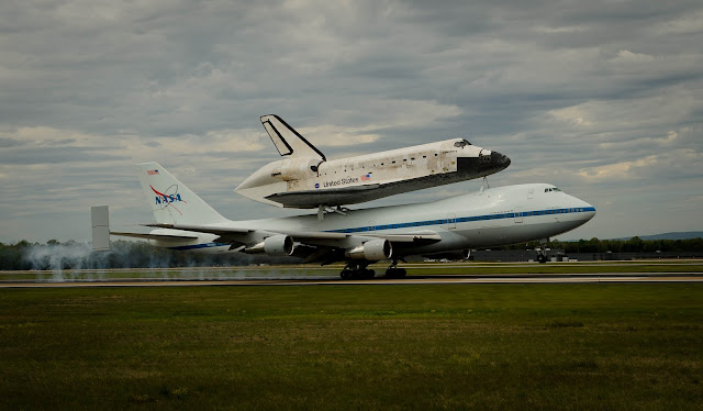 Video and photo Space shuttle Discoverys final flight to