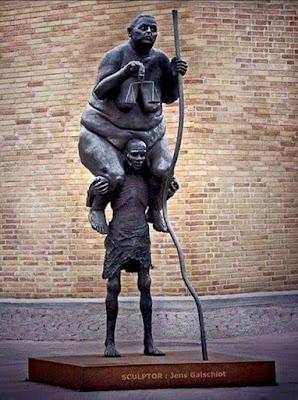 Resultado de imagem para estátua da justiça cheia de dinheiro