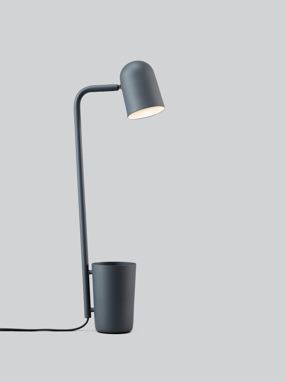 Desk lamp with an organizer - Northen Lighting