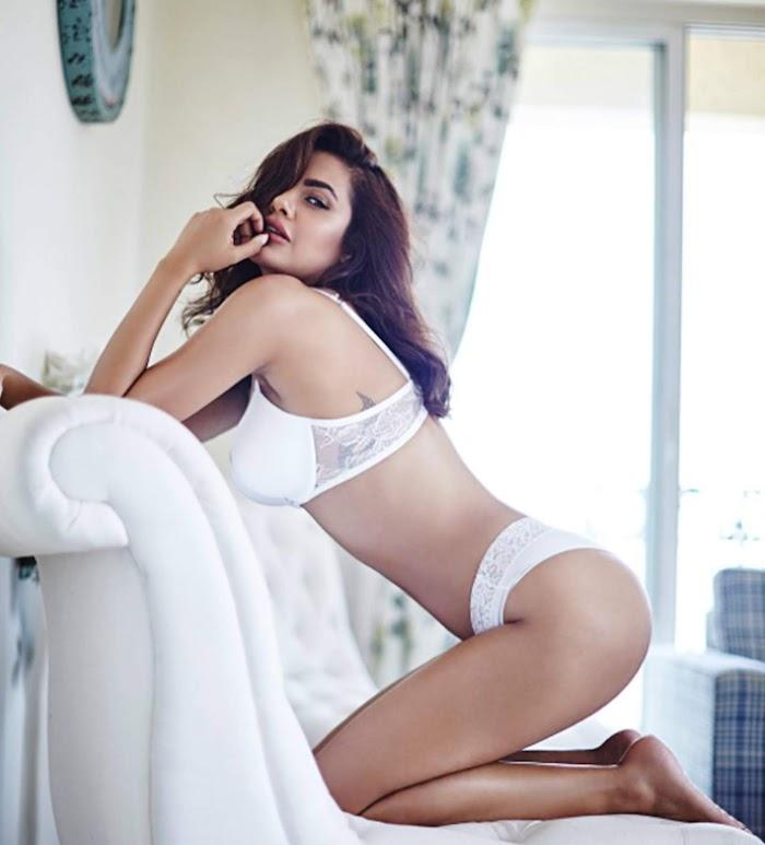 Esha Gupta's Sexy Bikini Photoshoot-Sultry Pictures in HD