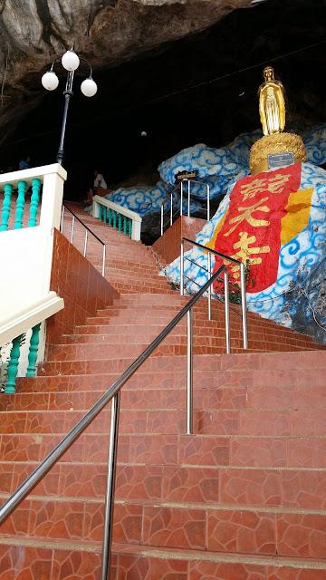 Interior de Wat Ban Tham - Kanchanaburi