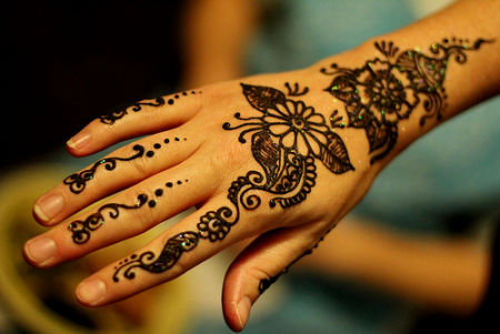 Flower Mehndi Designs For Back Hands : Simple mehndi designs for beginners bling sparkle