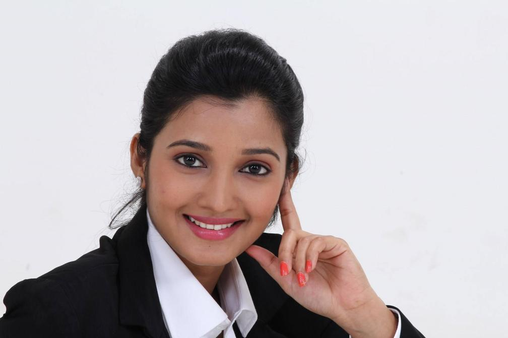 Beautiful Tamil Girl Deepthi Shetty Face Closeup Photos