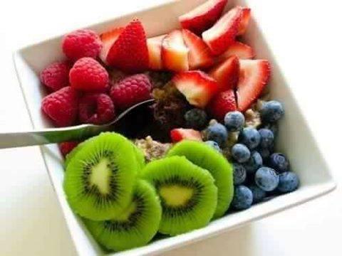 كُلوا الفاكهة قبل اللحم دائماً تسلموا
