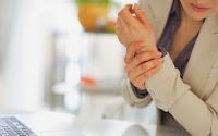 Πόνος στο αριστερό χέρι: Πότε δείχνει πρόβλημα στην καρδιά