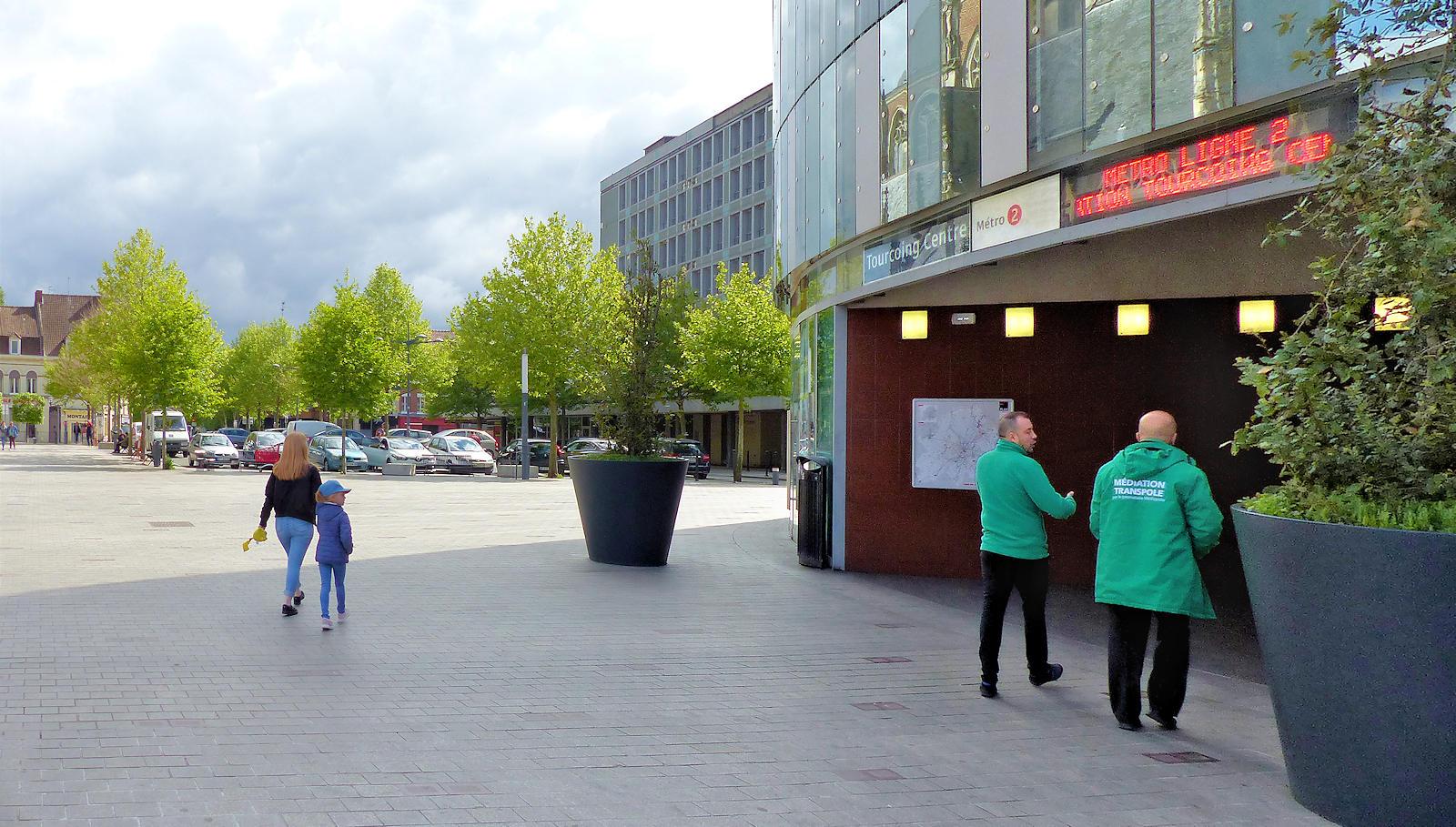 Stationnement place de la Résistance - Métro Tourcoing Centre