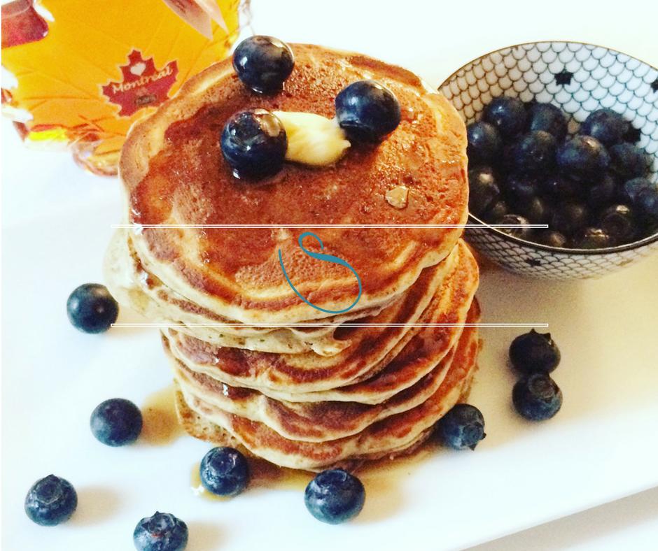 #Healthy vegan whole wheat blueberry pancakes | Pancakes vegan blé complet aux myrtilles