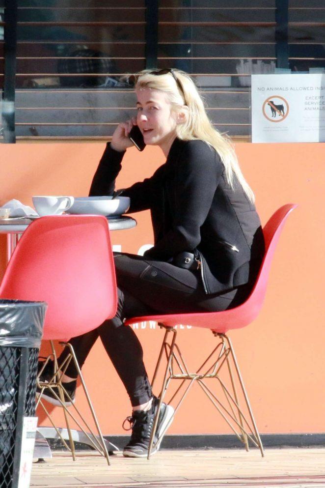 Julianne Hough Looks Cute in Black Outfit