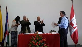 Foto: Condecoración en evento con el Rector de la Universidad del Valle, Presidente de la Fundación Univalle y el Gobernador en diciembre de 2015.
