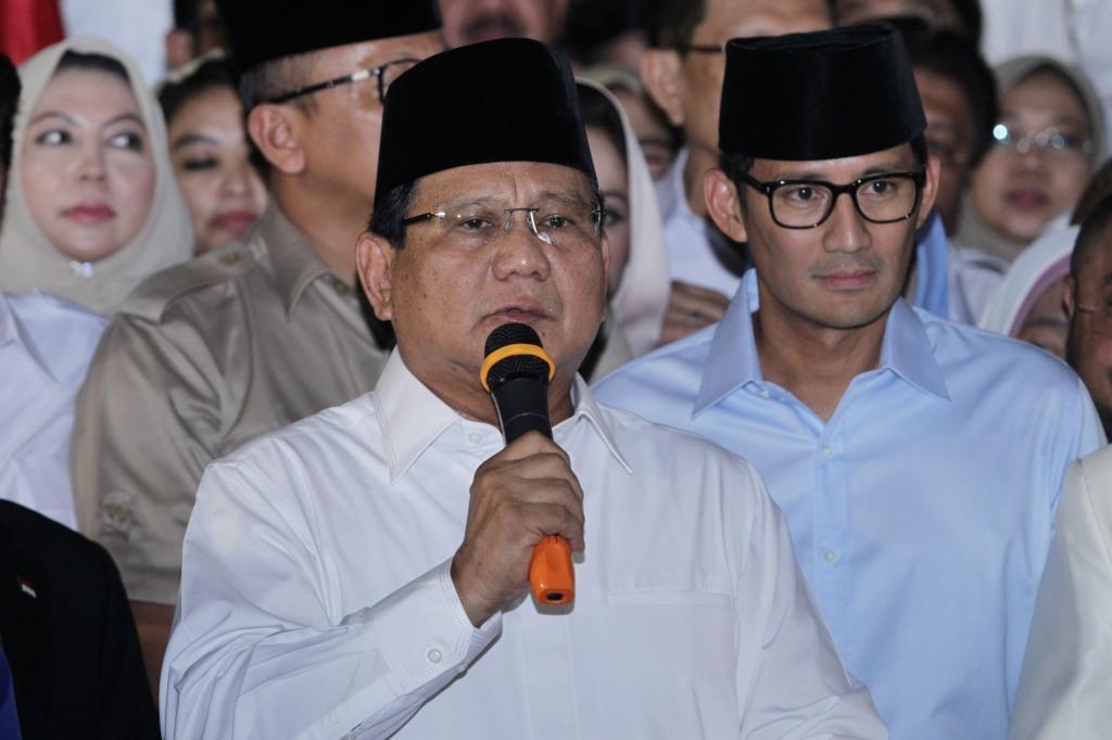 Warga Acungkan Dua Jari ke Jokowi, Ini Tanggapan Tim Prabowo