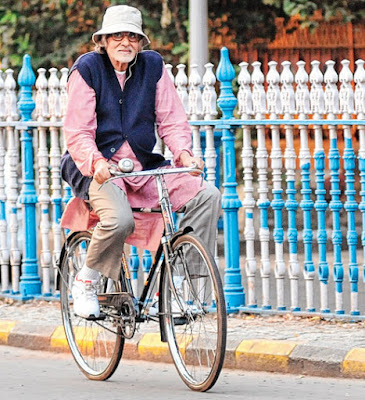 filem hindustan tentang travel dan kekeluargaan, Amitabh Bachand, travel to Kolkata, India