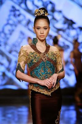 46+ Kebaya Batik Modern Lengan Pendek, Model Terbaru 2021 ...