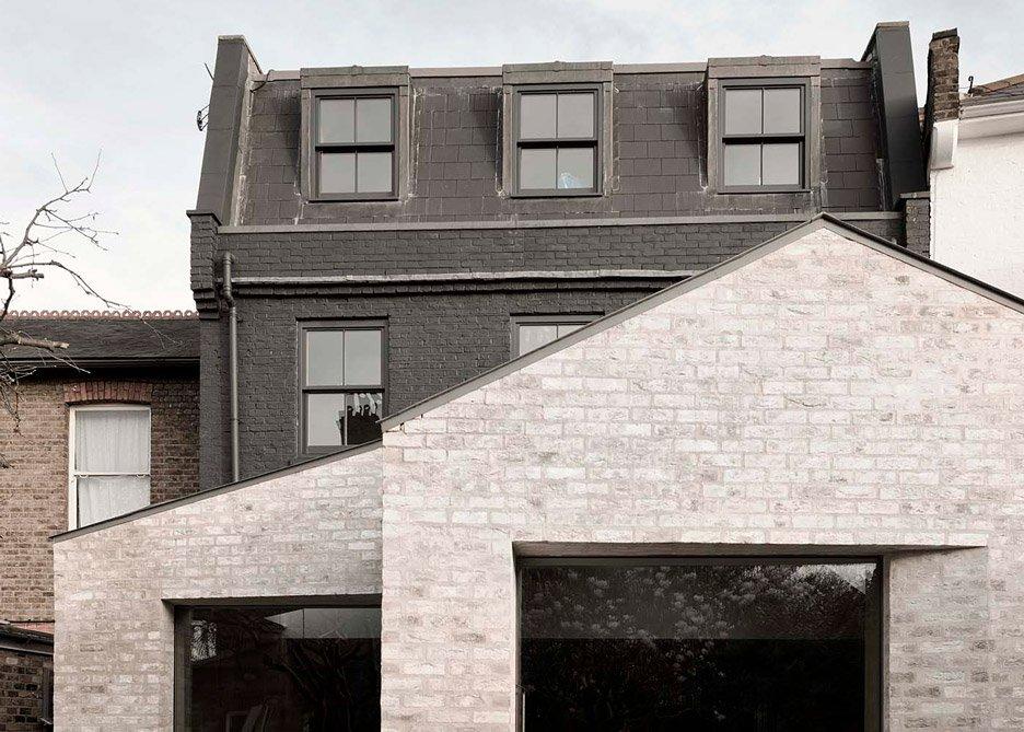 Mattoni a contrasto ed interni in cemento e legno arc for Casa vittoriana in mattoni